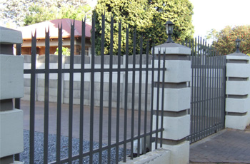 Proline Palisade : Manufactures of steel palisade fencing and gates
